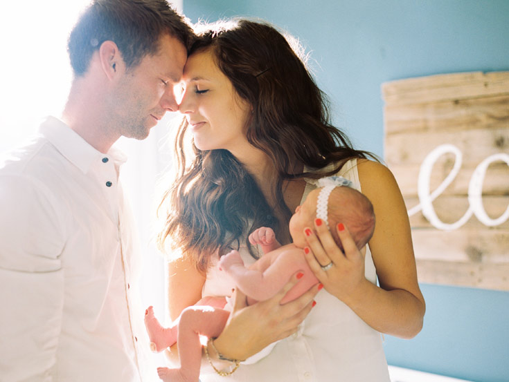 newborn family photo | Cassidy Brooke Photography