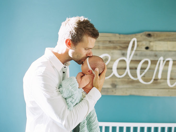 Newborn family photos | Cassidy Brooke Photography | wall art by ezer calligraphy & design