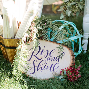 Rise and Shine hand lettered sign | Taryn Eklund Ink | photo by Callie Hobbes Photography
